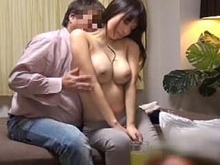 清楚妻を連れ込み盗撮ハメ!!