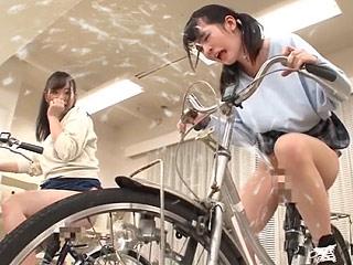 アクメ自転車で羞恥爆射!!