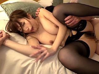 巨乳妻をデカチン部下にNTR!!